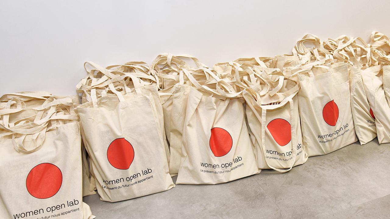 Studio Fire Work, Women Open Lab de Prisma Média, Logotype sur Tote bag